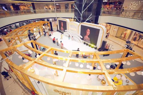 梵蜜琳品牌日庆典暨新店开业仪式,姑姑李若彤现身助阵