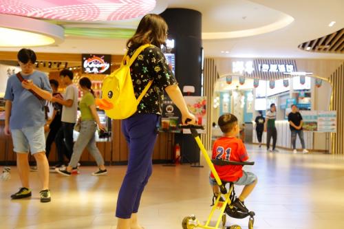 共享童车:熊猫遛娃共享儿童推车解决遛娃难,受到热烈追捧