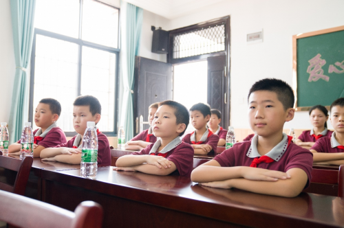 攀升电脑向黄陂学校捐赠100台一体机