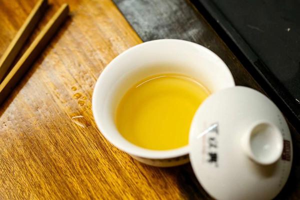 线上销售与线下实体店相结合可以兴争做普洱茶行业佼佼者!