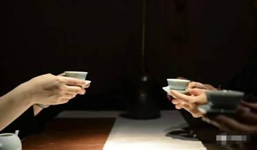 两人喝茶图.jpg
