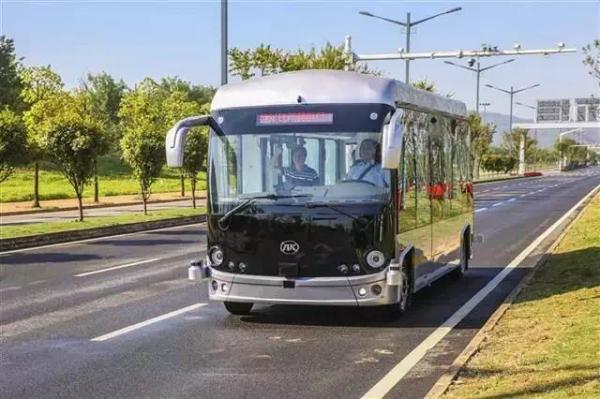 在武汉国家智能网联汽车测试示范区运营的安凯无人驾驶客车.png