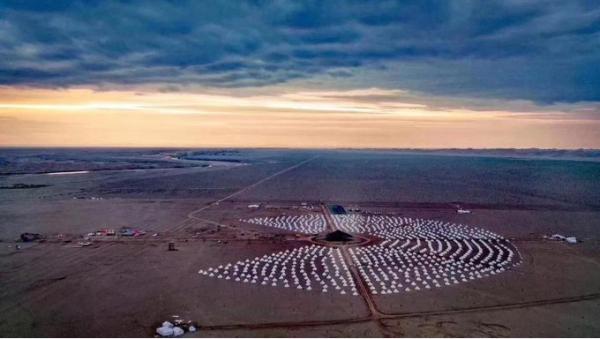 巴丹吉林沙漠新型创意文旅天马行空戈壁火星节激发地区新活力