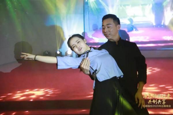 双人舞.jpg