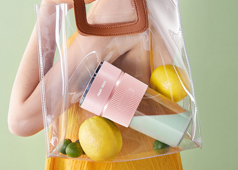 包包里的便携榨汁杯,喝一口都是满满的幸福感
