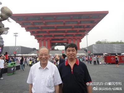 2010年赵辨教授与张洪冰教授在上海世博会