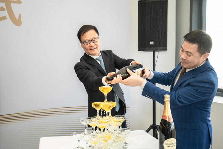 开香槟3.jpg