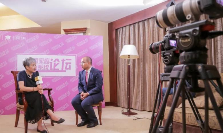 李玫瑾教授说:扶鹰教育王金海做的正是让阳光照进更多家庭的大实事