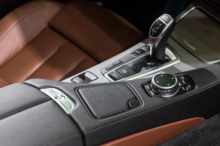 摄图网_500129032_高级汽车控制操控面板(企业商用).jpg