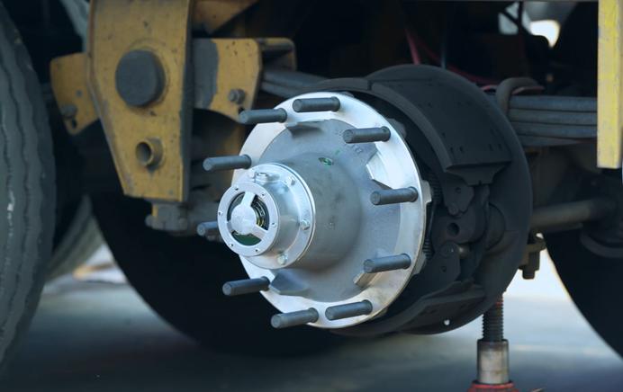 康迈为国内卡友提供挂车免维护轮端方案